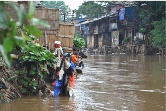 overstromingen, sloppenwijk, Jakarta, hulp