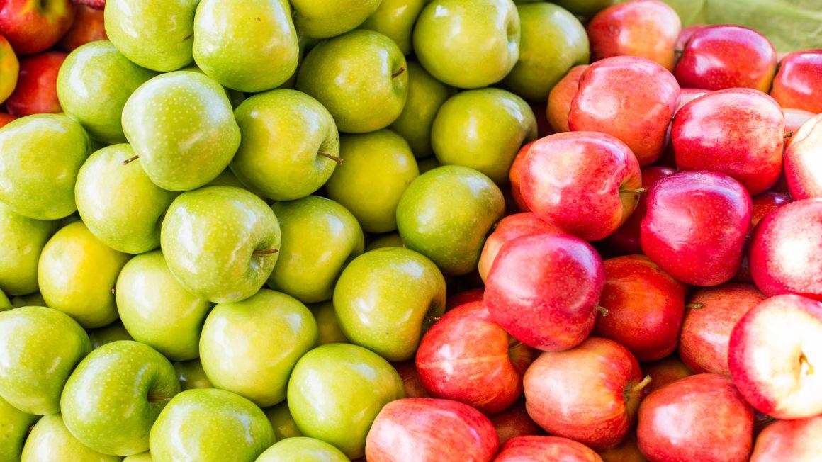pile-of-gala-and-granny-smith-apples-on-market-picjumbo-com