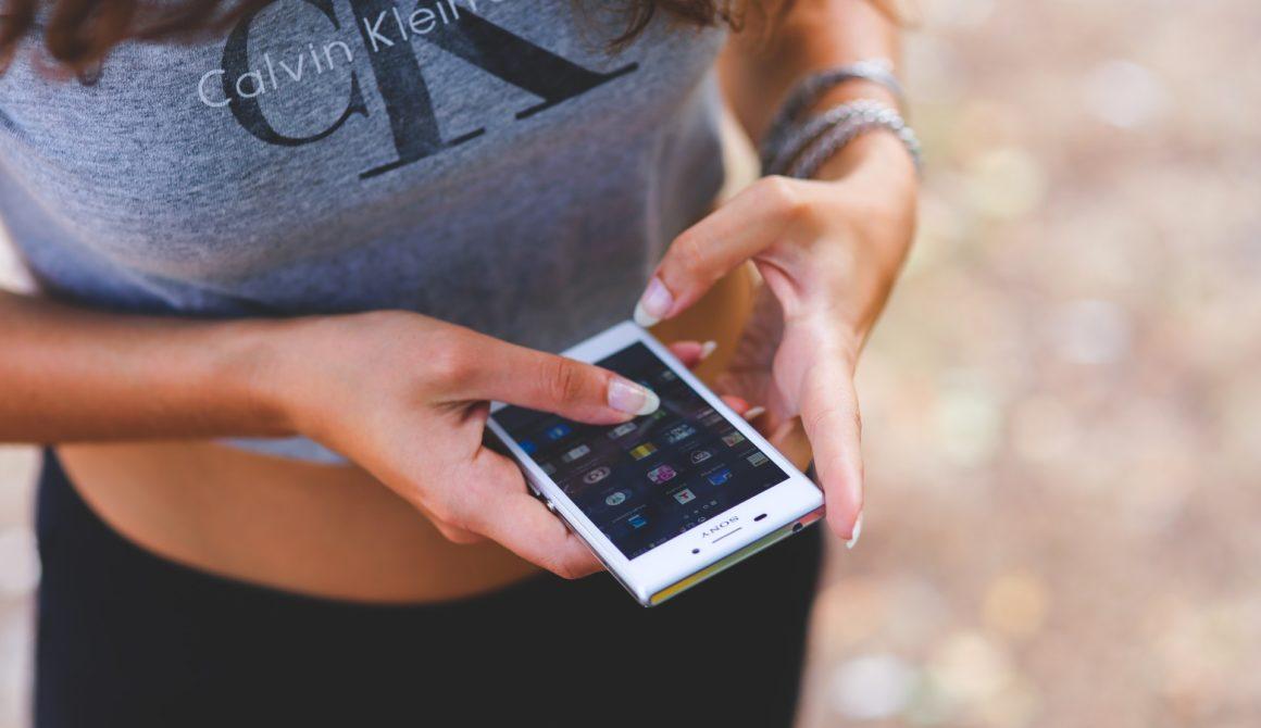 hands-people-woman-smartphone