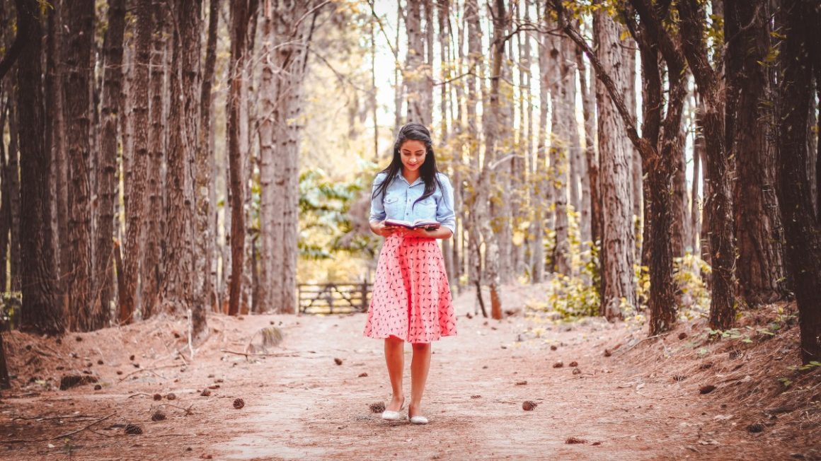 beautiful_dress_girl_outdoors_person_reading_road_trees-1169801.jpgd_