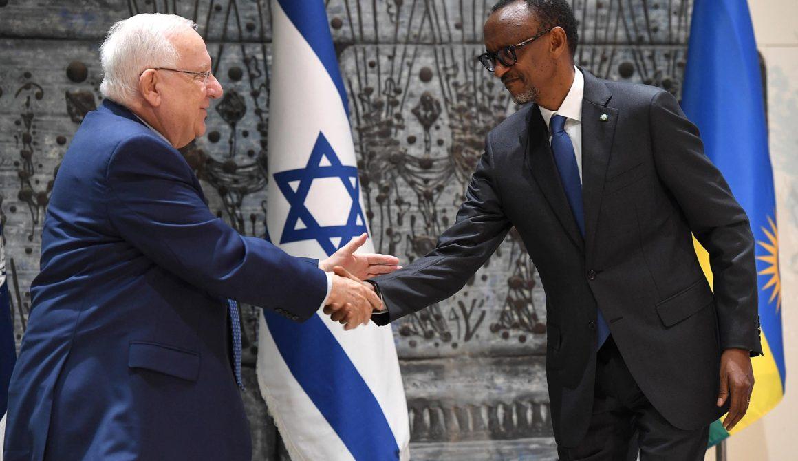 Reuven_Rivlin_and_Benjamin_Netanyahu_received_the_President_of_Rwanda_at_Beit_HaNassi_July_2017_9113