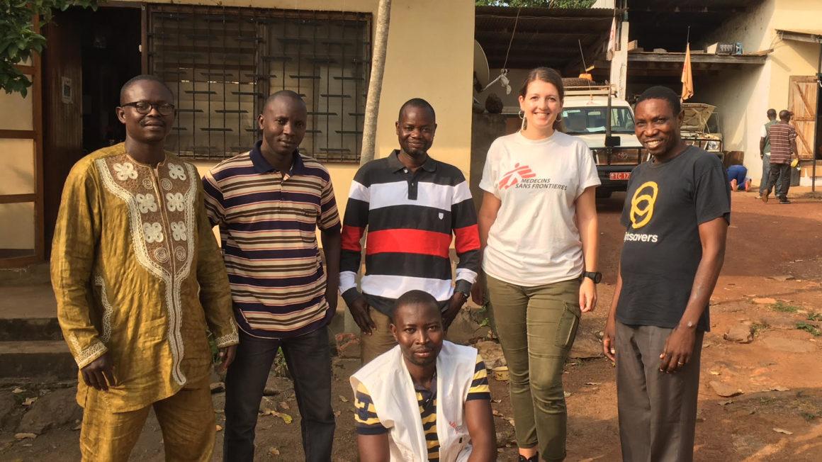 Denise-met-het-outreach-team.jpg