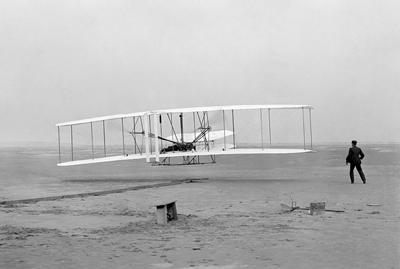 's Werelds eerste gemotoriseerde vlucht