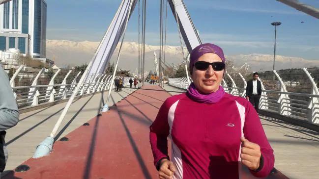 Mahsa Torabi hardlopend in Iran