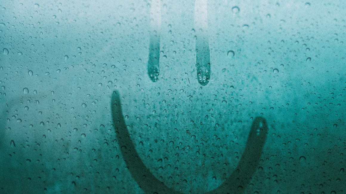 after-the-rain-damp-emoticon-2935956