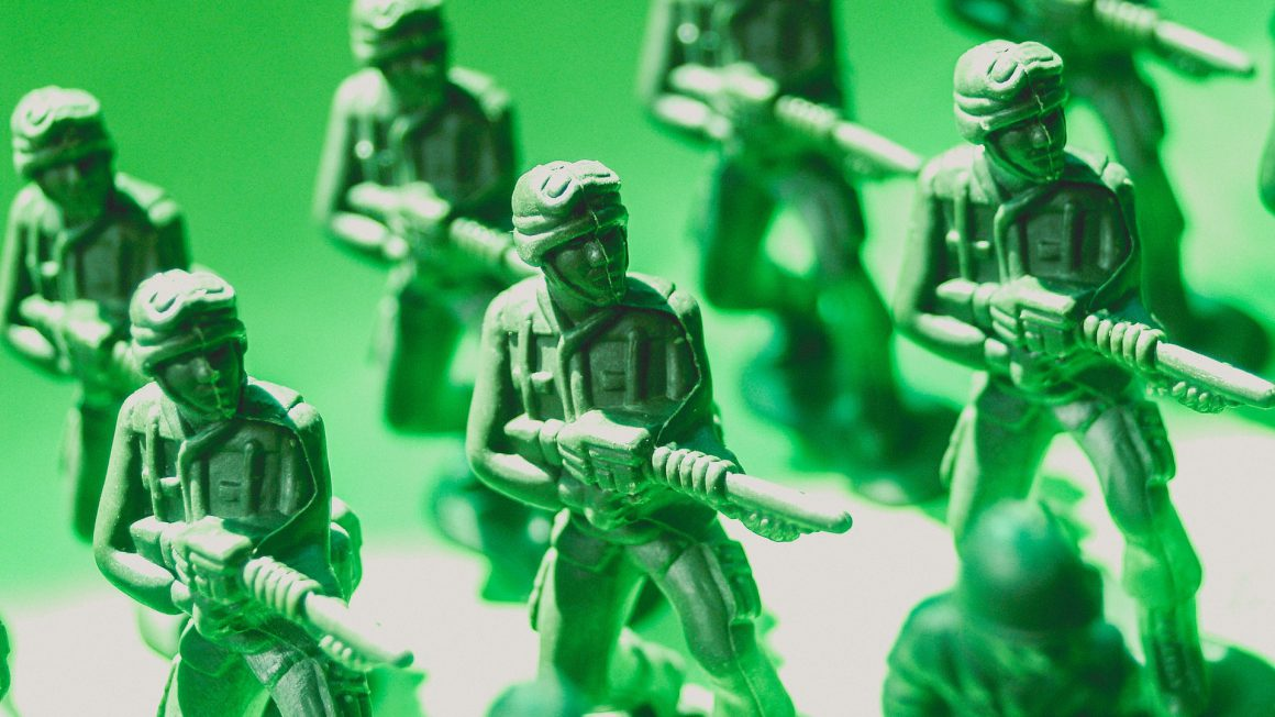 toy-soldiers-macro-photo-1214270 (1)