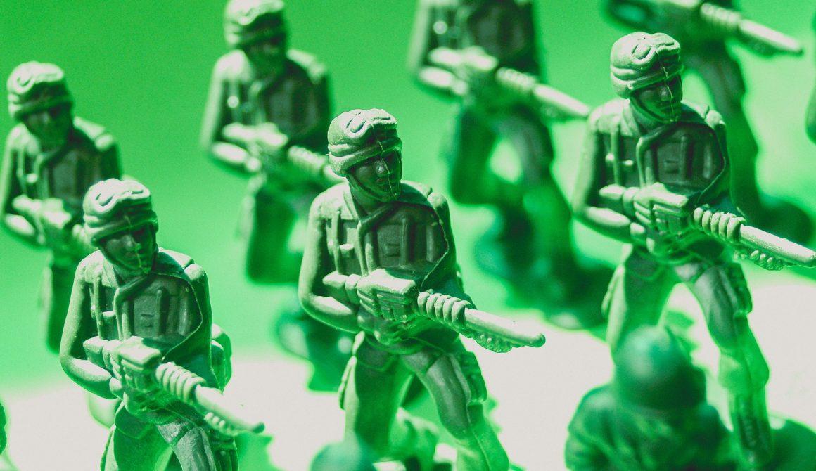 toy-soldiers-macro-photo-1214270 (1)